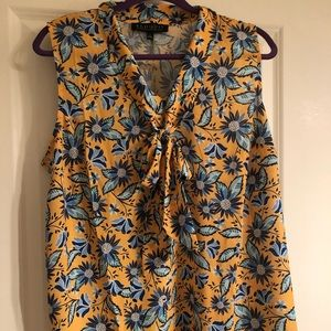 NWT Eloquii sleeveless floral blouse w/ pussy bow